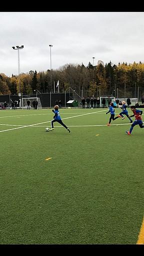 Lördag igen och dags för oss att fortsätta på vår serie träningsmatcher på  Vårbyparken i Oktober. Den här dagen kom Huddinge IF 55573b3f3f12e